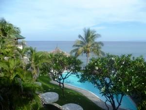 Der Pool Ihres Hotels in Seraya