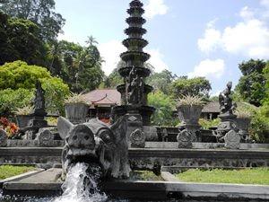 Skulpturen im Wasserpalast in Tirtagangga.