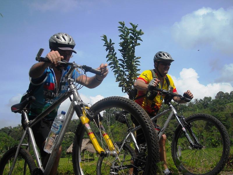 Reisende bei der Tetebatu Radtour
