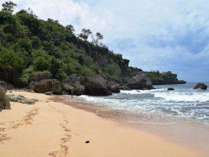 Versteckter Strand in der Nähe von Balangan