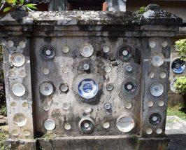 Chinesisches Porzellan als Zeichen für Reichtum in Tabanan