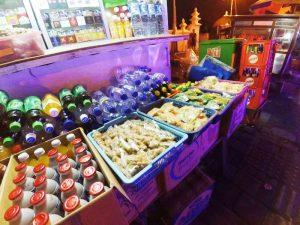 Warenangebot auf dem Yogyakarta Nachtmarkt - Java, Bali und Sumatra