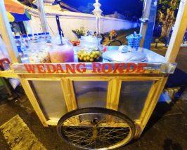 Snack auf dem Weg durchs nächtliche Yogyakarta