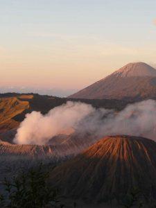 Sonnenaufgang am Bromo Vulkan auf Java in Indonesien.