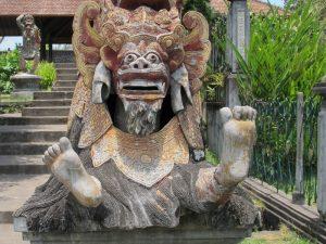 Eine Statue im Wasserpalast in Tirtagangga.