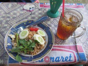 Ein typisches Mittagessen in Indonesien und auf Bali.