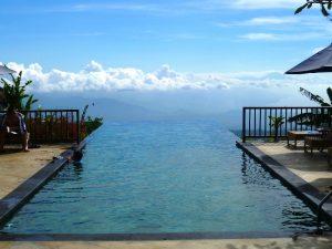 Swimmingpool im Komforthotel in Munduk auf Bali.