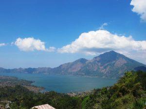 Der Vulkan Batur auf der Insel Bali.