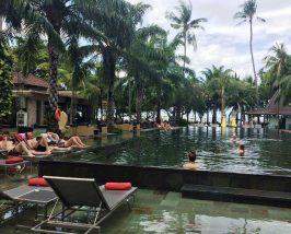 Pool eines der Komforthotels in Sanur