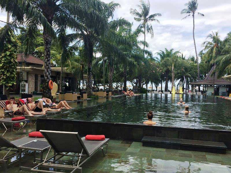 Pool eines der Komforthotels in Sanur