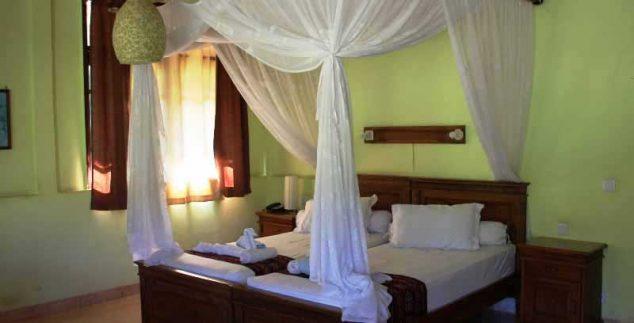 Eines der landestypisch eingerichteten Zimmer in Maumere