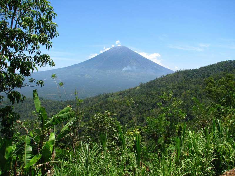 Der Vulkan Gunung Agung auf Bali