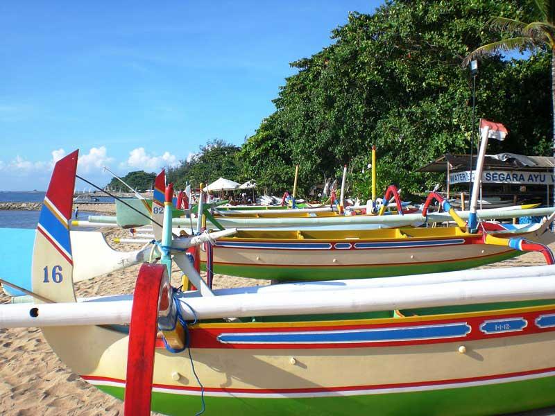 Die farbenprächtigen Boote sind ein beliebtes Fotomotiv
