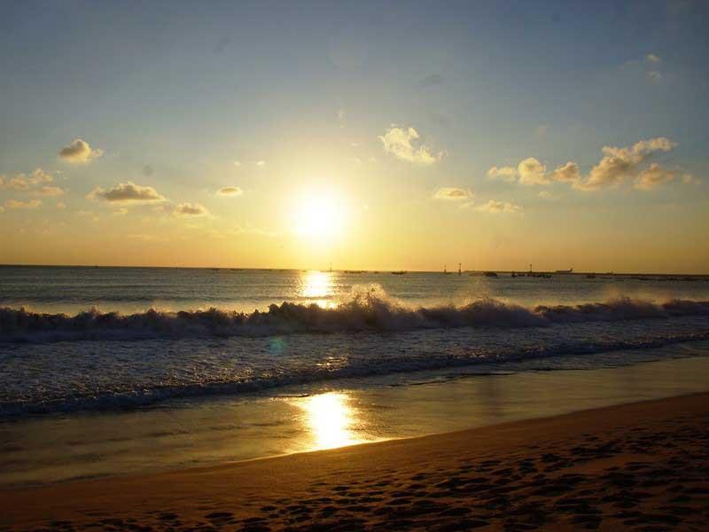 Spektakulärer Sonnenuntergang in Jimbaran