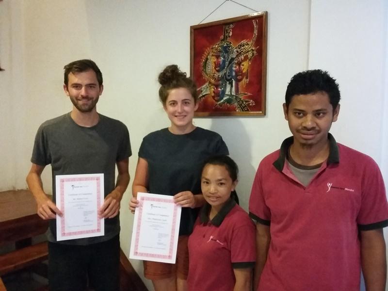 Nach dem Massagekurs in Labuhan Bajo erhalten Sie ein Zertifikat