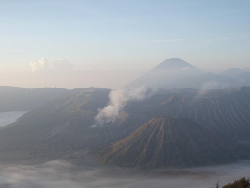 Der Sonnenaufgang am Gunung Bromo auf Java.