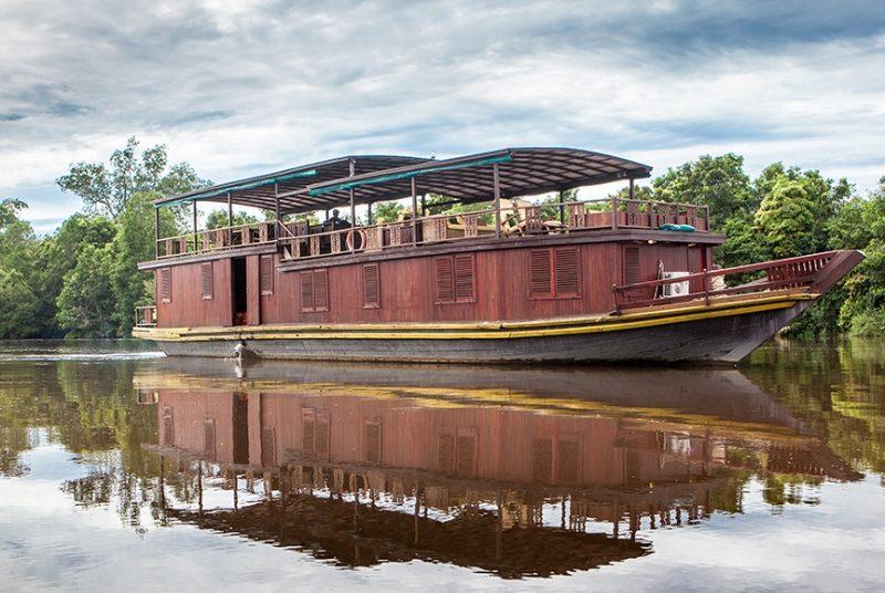 Das Schiff für die Flusskreuzfahrt auf Kalimantan.