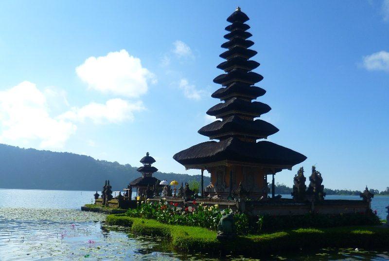 Der Pura Ulun Danu Tempel auf der Insel Bali.