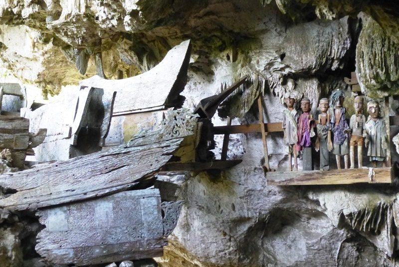 Die leeren Särge des Toraja Stammes auf Sulawesi.