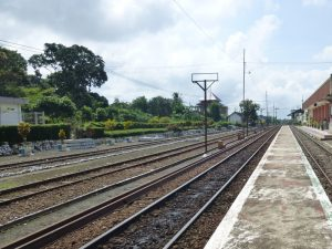 Ein Bahnhof in der Nähe von Kalibaru auf Java - 3 Wochen Indonesien