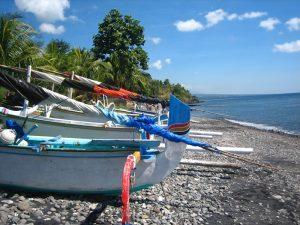 Strand in Amed an der Ostküste Balis.