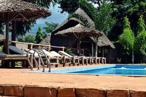 Tansania - Moshi - Pool an Ihrer Unterkunft - Rongai Route