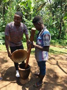Tansania - Einheimischen auf einer Kaffeeplantage - Tansania Highlights