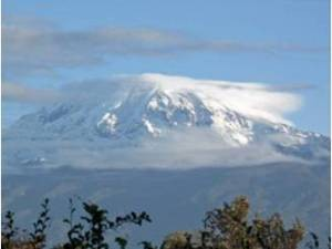 Schneebedeckter Kilimandscharo, Tansania