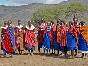 Massaidorf Massai besuchen Einheimische Tansania