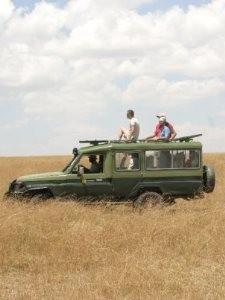 Tansania - Reisende genießende den Ausblick - Ngorongoro Krater
