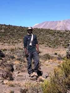 Ein gut ausgebildeter Guide auf Ihrem Kilimandscharo Trekking