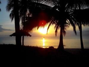 Romantischer Sonnenuntergang an der Swahili Küste
