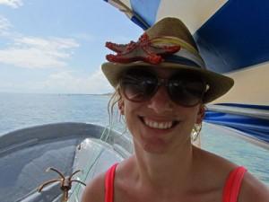 Reisender auf einem Boot mit Seestern