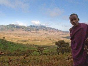Massai Junge vor Ngorongoro Krater - Kenia Tansania Rundreise