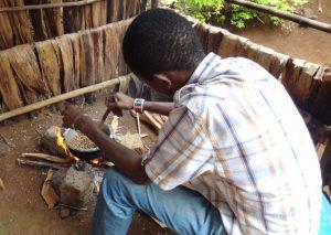 Tansania - Afrikanische Küche - Zubereitung über dem offenen Feuer