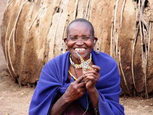 Tansania - lachende Massaifrau