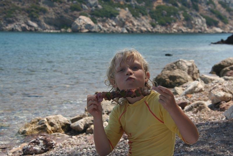 Griekenland vakantie met kinderen - BBQ op het strand