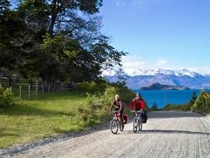 Sportlich aktiv mit dem Fahrrad unterwegs - © Chile Turism