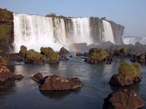 Wasserfälle mit Regenbogen