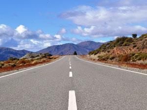 Straße in den Weiten der Anden