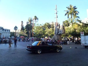 santiago-plaza-de-armas-taxi