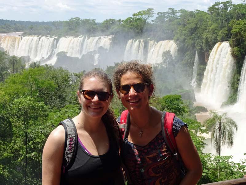 Wasserfall mit Frauen