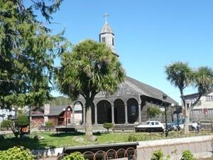 Chile Rundreise 3 Wochen - Typische alte Kirche auf Chiloé