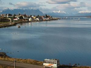 puerto-natales-stadt-am-see