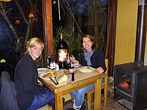 reisende-im-restaurant-in-chile
