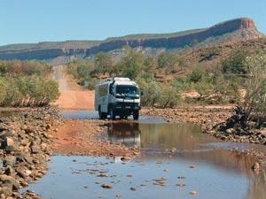 Ein Bus auf seiner Reise durch Australien