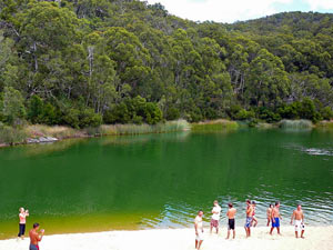 Besucher am Lake Wabby auf Fraser Island