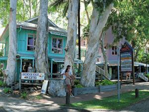 Australien Reise bis Palm Cove mit bunten Geschäften
