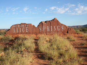 Willkommensschild in Alice Springs Australien Highlights Rundreise
