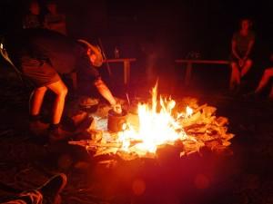 Kochstelle im Lagerfeuer